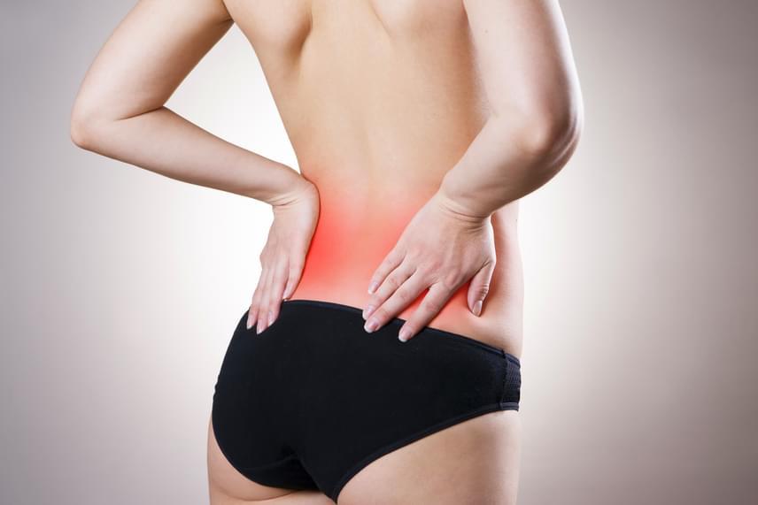 A vesebetegségek gyakori tünetei közé tartozik a duzzadt, vizenyős bőr és az arc felpüffedése, a végtagok bedagadása, a gyengeség- és fáradtságérzet és gyakran a fájdalom is, mely jellemzően hátul, a fenéktől felfelé, a deréktájon, illetve a gerinc két oldalán jelentkezik, ott, ahol az orvos is megvizsgálja ütögetéssel. A fájdalom emellett a has területén is jelentkezhet.                         Ha ütögetésre különösen érzékeny a háti, deréktáji terület, nagy valószínűséggel veseprobléma áll a háttérben: kattints tovább, és nézd meg, konkrétan mi mindenről lehet szó!