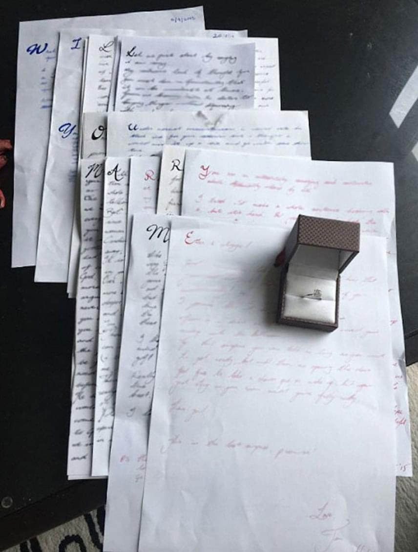 Timothy 2013 óta 14 darab levelet írt párjának, melyek kezdő nagybetűjét kiemelte. A kezdőbetűkből a Will you marry me? azaz Hozzám jössz feleségül? kérdés olvasható össze, ám ez idő közben nem tűnt fel Candicenek.