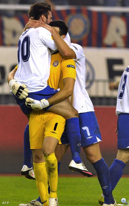 Itt a horvát HNK Hajduk játékosai ünnepelnek a belga RSC Anderlecht elleni győzelem után most szeptemberben
