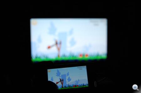 Angry Birds demó óriáskijelzőn. Irányítani sajnos csak az érintőkijelzővel lehet, egérrel nem.
