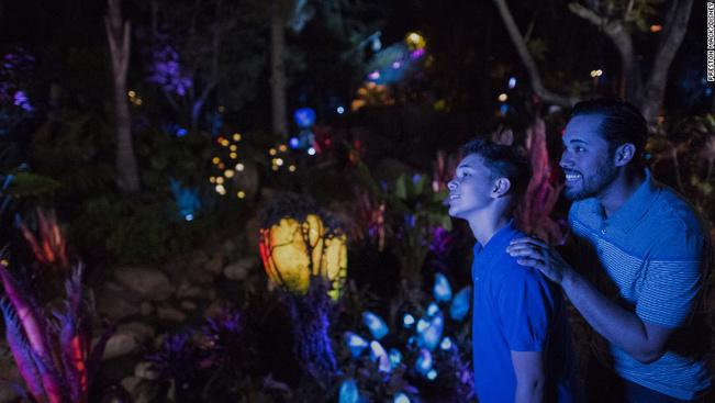 Videón az életre kelt Pandora bolygó a Disney Avatar Parkjában