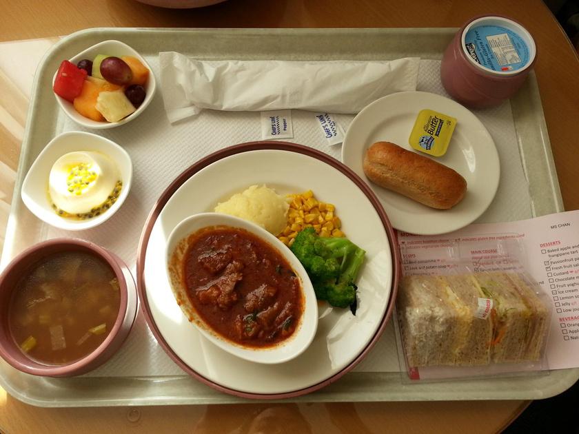 Így néz ki egy kiadós ausztrál menüsor egy melbourne-i kórházban: bárány-tagine körettel, szendvicsek és még gyümölcs is került a tálcára.