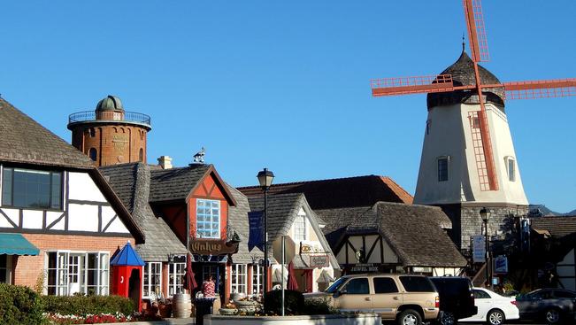 Disney-filmbe illő dán kisvárosra bukkantunk Kaliforniában