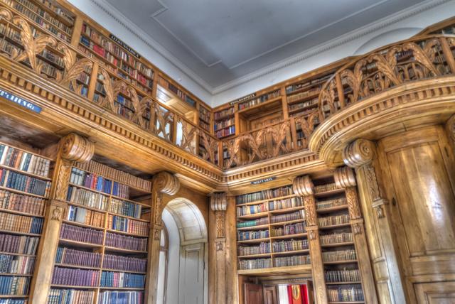 A Festetics-könyvtár felett észrevétlen telt el a 20. század: semmi sem változott itt már bő száz éve