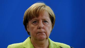Merkel leállítja az elutasított afgán menedékkérők hazatoloncolását