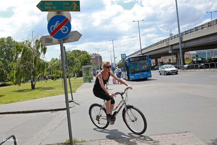 Az Árpád hídi kerékpárút végénél semmi sem jelzi, hogy valahol a közelben folytatódik az út