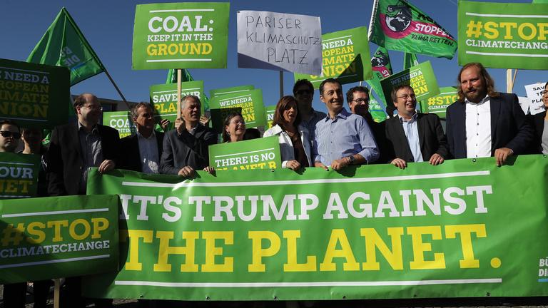 Szélsőséges reakciókat váltott ki a világban Trump klímadöntése