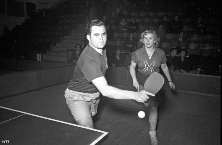 1950. január 31. Sidó Ferenc és Farkas Gizi az asztalitenisz-világbajnokságon.