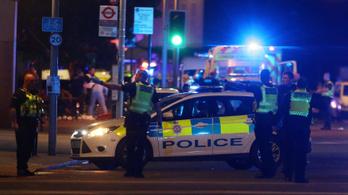 Videón látható, ahogy a londoni rendőrök lelövik a késes terroristákat