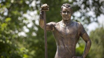 Sétányt és szobrot avattak Kolonics György tiszteletére Csepelen