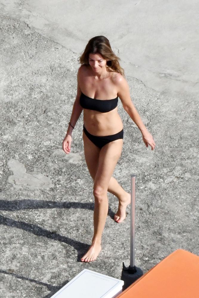 Vigasztalásul még itt egy fotó a bikinis asszonykáról is
