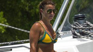Nagy kár lenne, ha Wayne Rooney felesége takargatná a bikinis testét
