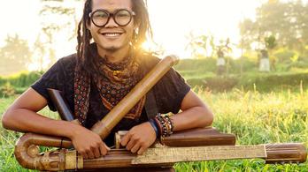 Hibrid hangszert épített magának ez az indonéz férfi