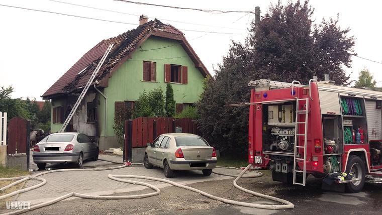 A tűzoltóknak sikerült megfékeznie a lángokat.