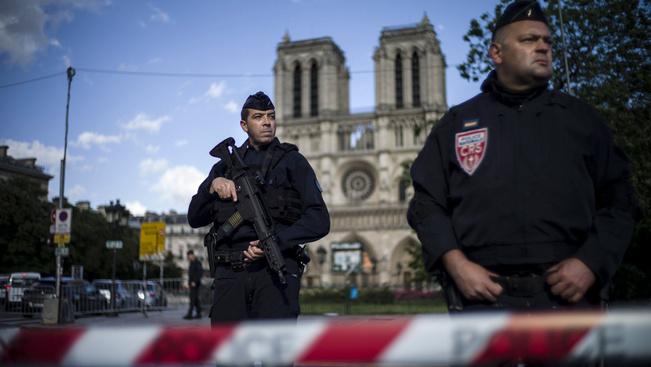 Kiürítették a Notre Dame környékét egy magányos merénylő miatt