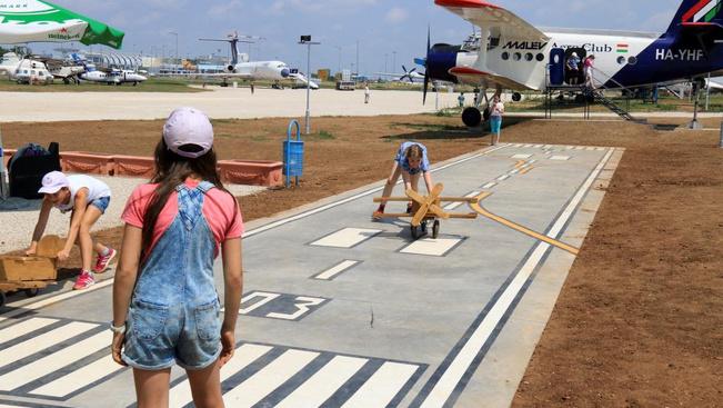 Az új helyre költözött Aeropark repülőgépes játszótérrel várja a családokat