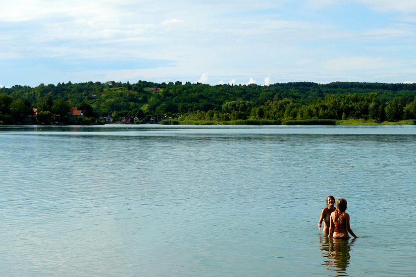 Gyékényes egykori kavicsbányája, a Kotró-tó szépen kiépült, és a tiszta víz egyre többeket vonz.