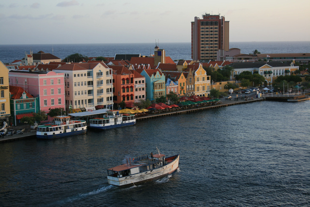 Willemstad: a kikötő festői bejárata