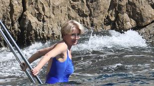 Az 58 éves Emma Thompsont még mindig jó nézni fürdőruhában