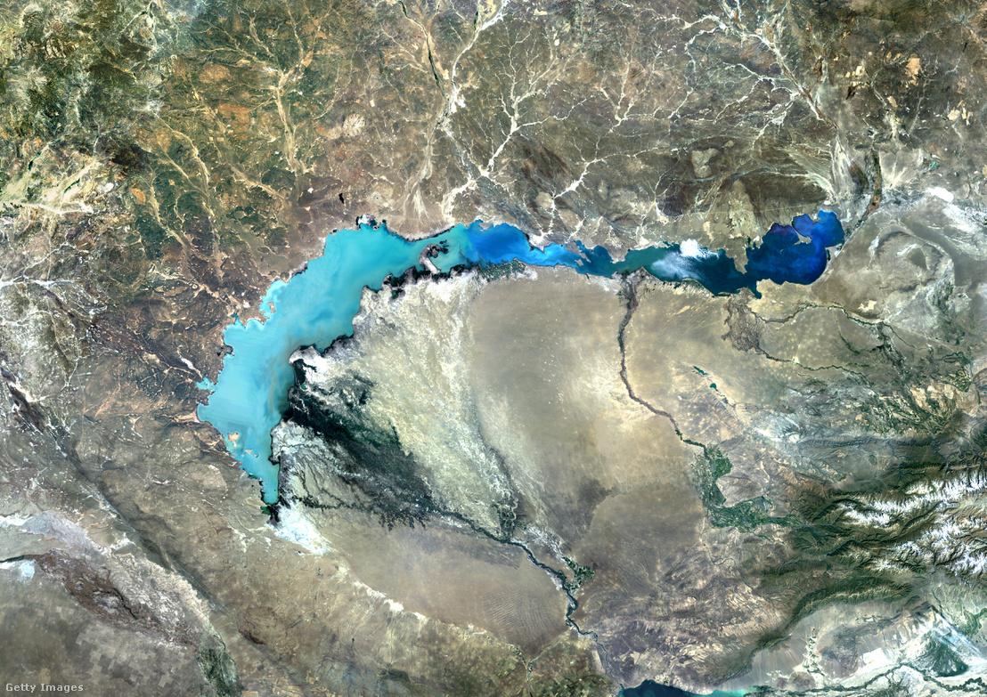 Balkhas-tó műhold felvételen.