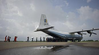 Megtalálták a tengerben a mianmari katonai gép törzsét