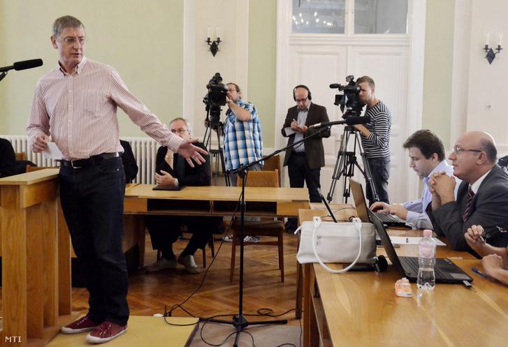 Gyurcsány Ferenc volt miniszterelnök tanúvallomást tesz a Szolnoki Törvényszéken 2013. augusztus 22-én ahol több hónapos szünet után folytatódott a Sukoró-ügyként ismert büntetőper tárgyalása.