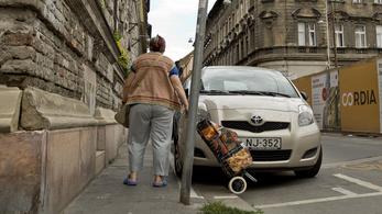 Parkolókkal ölik a járdát Terézvárosban