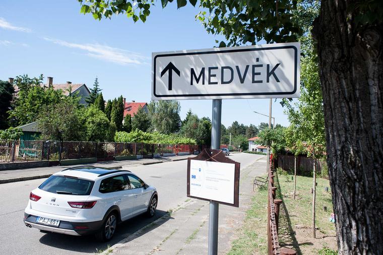 A Velvet Nyár blogjának egyik tematikus sorozata, hogy olyan helyeket mutatunk be, amelyek egy órányira vagy annál is kevesebb időre vannak Budapesttől, mégis el lehet vonulni ide nyaralni egy kicsit
