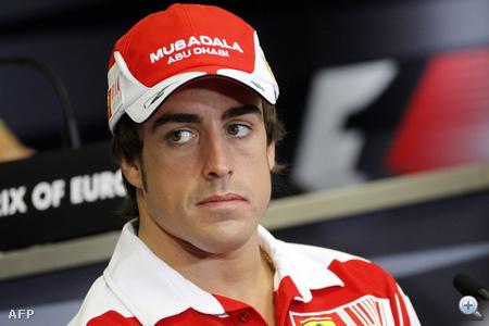 Alonso egy esetleges borotvahab-reklámra készül