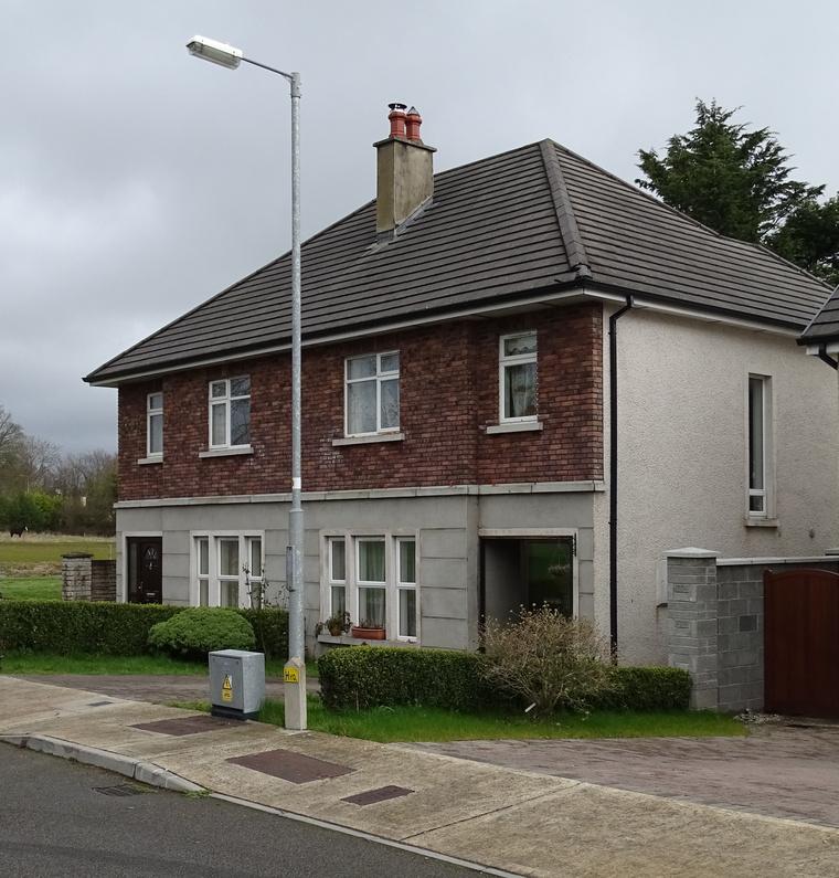 Ez az ír ház volt Péterék otthona öt évig.