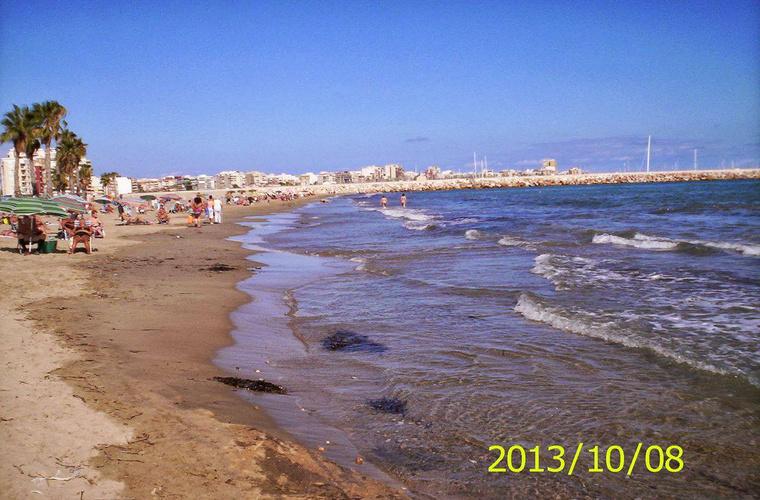 Anitáék ebbe a tengerparti városba költöztek.