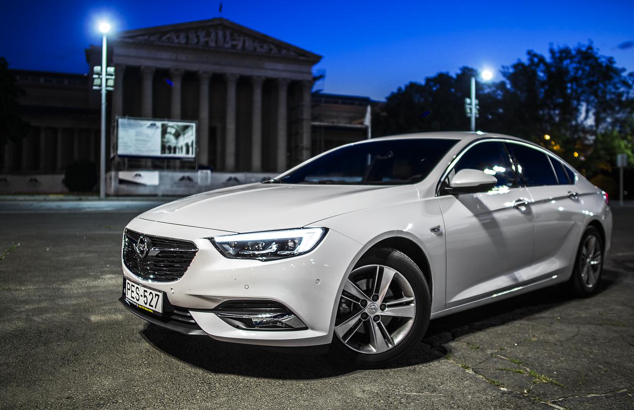 Először az Insignia új generációjával jelenik meg az Opelnél az intelligens Torque Vectoring – kerekenként külön nyomatékelosztású – összkerékhajtás, nyolcfokozatú automatával.