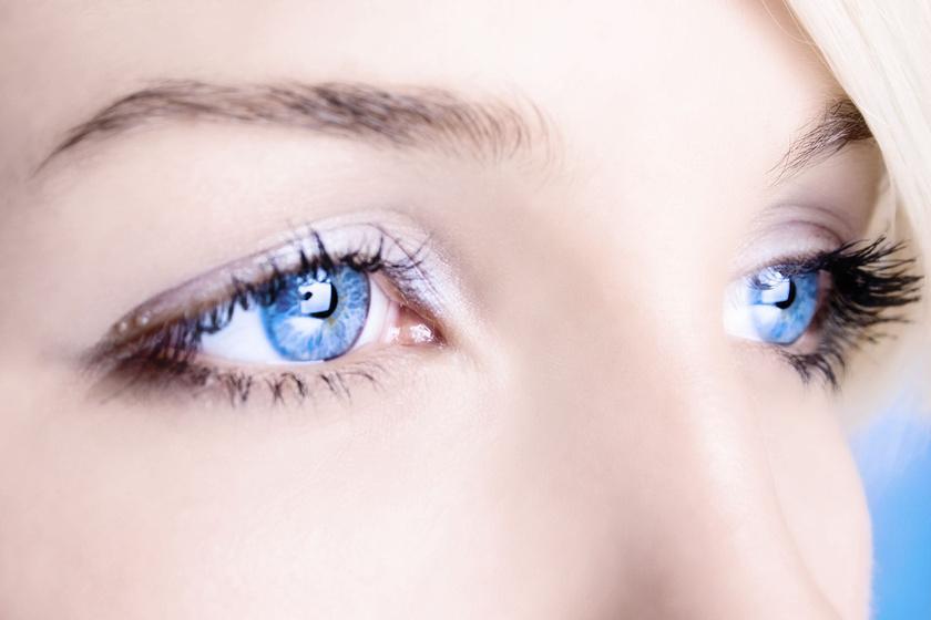 bigstock-close-up-of-a-blue-eyes-15465056