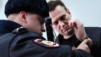 Több száz Putyin-ellenes tüntetőt tartóztattak le