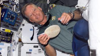 Friss kenyér illatára ébredhetnek az űrhajósok