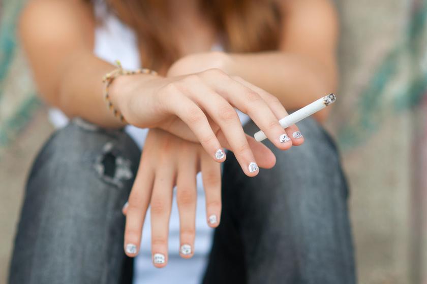 Dohányzol? A túl sok cigizés miatt ugyanis a bőr veszít a rugalmasságából, nem termel annyi kollagént, ami a melleidre is rossz hatással van.