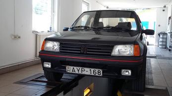 Nem merem elhinni: üvölt, hörög, megy a Peugeot!