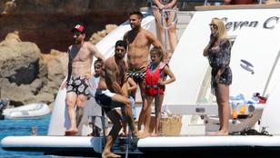 Szívesen ott lennénk: Messi, Suarez és Fabregas együtt hajózik