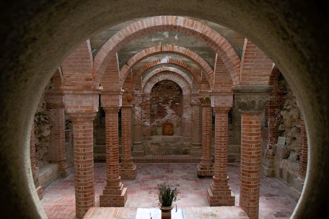 A dömösi prépostság helyreállított altemploma