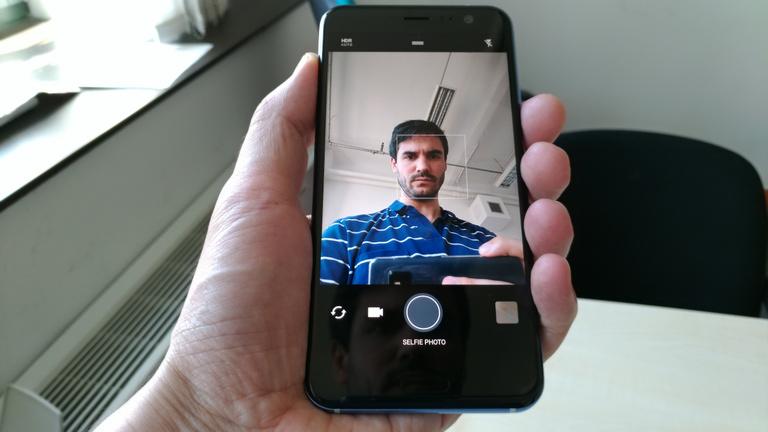 Világbajnok kamerával jött a HTC U11