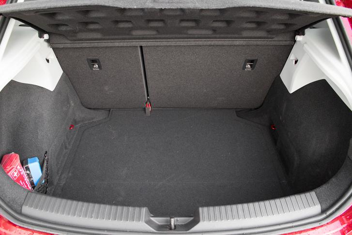 Itt sincs semmi trükk: 1/3-ad, 2/3-ad arányban dönhető a hátsó ülés