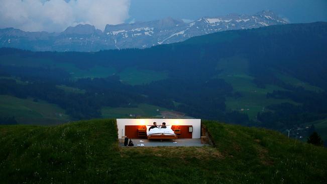 Aludna tető és falak nélküli szállodában?