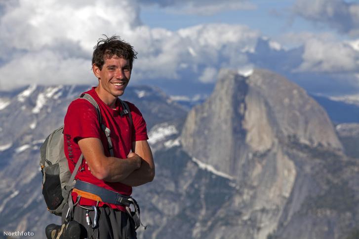 Alex Honnold a Half Dome előtt ( / Northfoto)