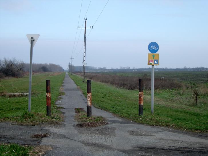 Ágh László fotója a Győr-Komárom között most kitáblázott szakaszról (a tervek szerint az új nyomvonal már nem erre halad majd)