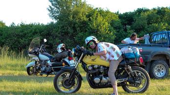 Szép motorok, szép emberek, szép helyen