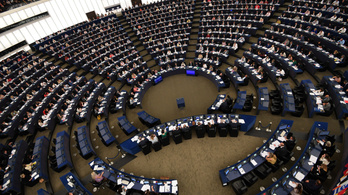 Nézze meg, hányan dolgoznak a képviselőkön felül az EP-ben!