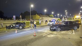Összeütközött két BMW a szentendrei úton