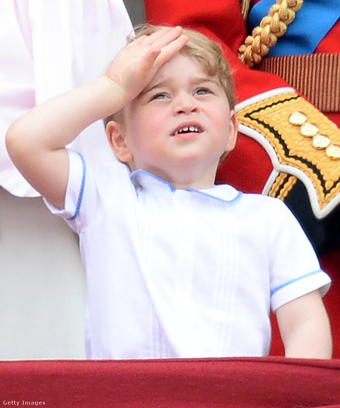 Igen, a nagyi szülinapi buliján tavaly is nyomott a kis herceg néhány facepalmot.