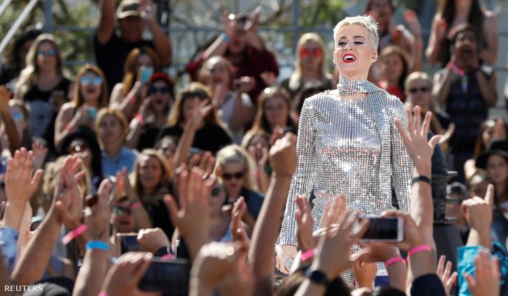 Katy Perry június 12-i Los Angeles-i koncertjén