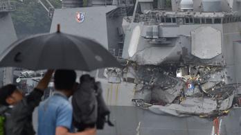 Rakétahordozó ütközött teherhajóval, hét amerikai tengerész meghalt